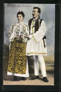AK Rumänisches Paar in Tracht