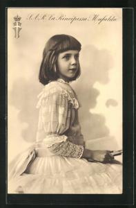 AK S. A. R. la Principessa Mafalda von Italien im hübschen Kleid mit Buch