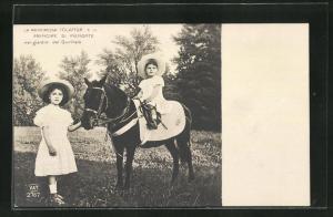 AK Iolanda e il Principe di Piemonte nei giardini del Quirinale