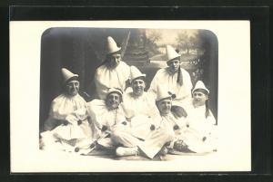AK Männer posieren in Harlekin-Kostümen