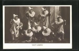 AK Zirkusgruppe Catlin`s Pierrots posiert in Harlekin-Kostümen