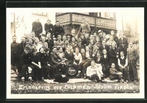 AK Fulpmes-Stubai, Männer und Frauen vor dem Haus