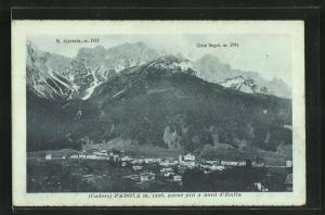 AK Padola, M. Ajarnola, Cima Bagni, Totalansicht mit Häusern vor Gebirge