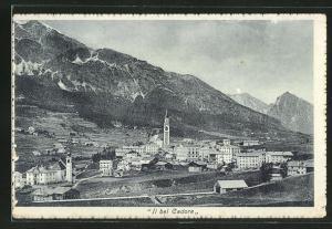 AK Cadore, Totalansicht von Anhöhe aus auf Häuser, Kirche und Gebirge