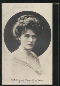 AK Portrait I. K. H. Prinzessin Rupprecht von Bayern in Kleid mit freier Brustpartie und langer Perlenkette