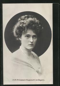 AK Portrait I. K. H. Prinzessin Rupprecht von Bayern in leichtem Kleid mit Dekollete und Perlenkette