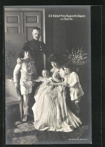 AK Kronprinz Rupprecht von Bayern in Uniform mit Familie in Zimmer