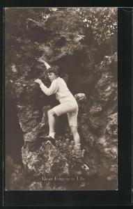 AK Erbprinz Luitpold in Lille klettert Felswand hinauf