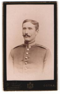Fotografie W. Zink, Gotha, Portrait Unteroffizier in Uniform