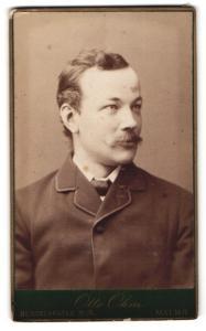 Fotografie Otto Ohm, Malmö, Portrait junger Mann mit Oberlippenbart