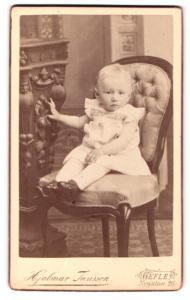 Fotografie Hjalmar Janssen, Gefle, Kleinkind in hellem kurzärmeligen Kleid