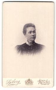 Fotografie Sjöberg, Malmö, Portrait Frau mit modischer Frisur