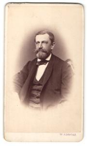 Fotografie W. Sonntag, Kremsier, Portrait bürgerlicher Herr mit Vollbart