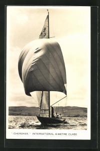AK Segelyacht Cherokee segelt mit geblähtem Spinnaker im Wind, Segelsport