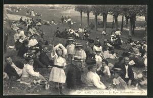 AK Saint-Cloud, Le Repos Hebdomadaire, Mädchen mit Diabolo auf einer Liegewiese