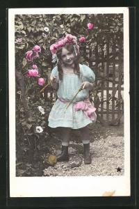 AK Mädchen mit Diabolo steht im Garten, Spielzeug