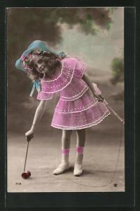 AK Mädchen mit Hut spielt mit dem Diabolo, Spielzeug