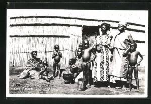 AK Basuto family, Basutofamilie vor der Hütte