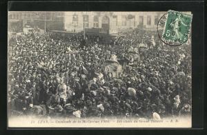 AK Lyon, Cavalcade de la Mi-Careme 1910, Les chars du Grand Theatre
