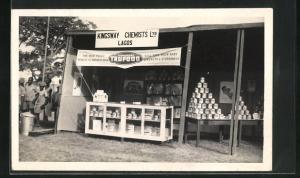 AK Lagos, Stand mit Milchdosen, Kingsway Chemists Ltd.