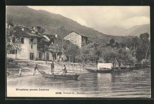 AK Minusio, Rivaplana presso Locarno, Blick auf Häuser und Boote an Ufer mit Sonnenschutz