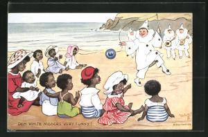 AK Afrikanische Kinder am Strand betrachten die Vorführung der Pierrots, afrikanische Volkstypen