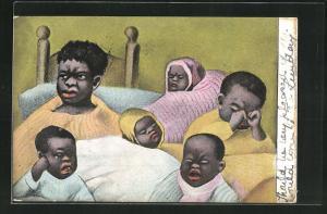 AK Afrikanische Kinder weinen und reiben sich müde die Augen, afrikanische Volkstypen