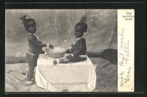 AK Nackte afrikanische Kinder beim Frühstück, afrikanische Volkstypen