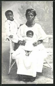 AK Mutter mit zwei Kindern