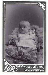 Fotografie Otto Martin, Dresden-Löbtau, Portrait Säugling in Leibchen