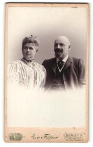 Fotografie Max Steffens, Berlin, Portrait bürgerliches Paar in festlicher Kleidung