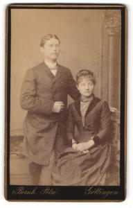 Fotografie Bernh. Petri, Göttingen, Portrait bürgerliches Paar in hübscher Kleidung
