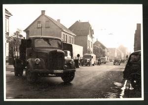 Fotografie Fotograf unbekannt, Ansicht Solingen, Merscheider Str. 99, Lastwagen Mercedes Benz, Zufahrt Tankstelle Esser