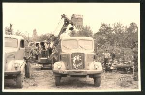 Fotografie Fotograf unbekannt, Ansicht Solingen, Merscheider Str. 99, Lastwagen Henschel & Bagger, Baustelle Tanklager