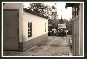 Fotografie Fotograf unbekannt, Ansicht Solingen, Merscheider Str. 99, Lastwagen Henschel, Baustelle Tanklager Esser