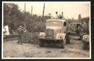 Fotografie Fotograf unbekannt, Ansicht Solingen, Merscheider Str. 99, Lastwagen Mercedes Benz, Baustelle Öllager Esser