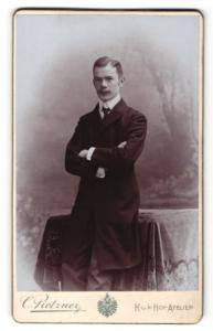 Fotografie C. Pietzner, Wien, Portrait junger Herr in Abendgarderobe