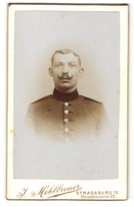 Fotografie J. Mehlbreuer, Strassburg i. E., Portrait stattlicher Soldat in interessanter Uniform