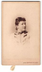 Fotografie Jean-Baptiste Feilner, Bremen, Oldenburg & Braunschweig, Portrait junge Frau mit Haarknoten