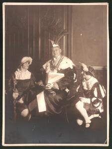 Fotografie Karneval Leipzig 1932, Karneval-König & Narren im Kostüm