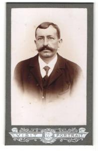 Fotografie Franz Sternath, München, Portrait Mann mit Schnauzbart