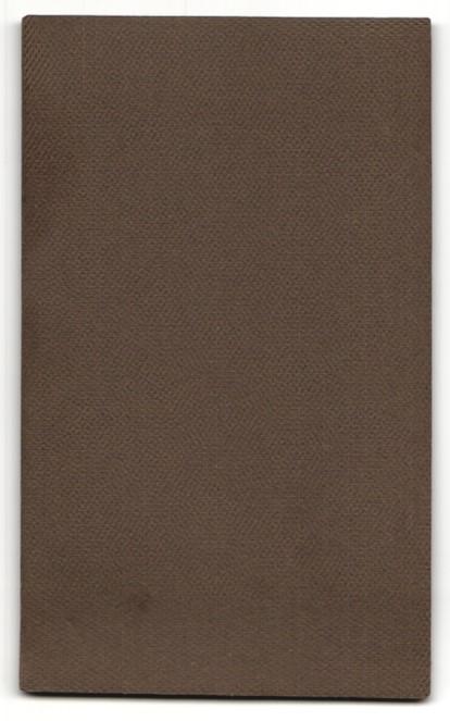 Fotografie Franz Kugler, Fürstenfeldbruck, Portrait Herr im Anzug mit Hut u. Büchern an Tisch gelehnt 1
