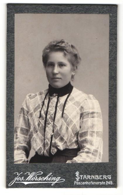 Fotografie Jos. Wörsching, Starnberg, Portrait junge Dame in modischer Bluse mit Kragenbrosche 0