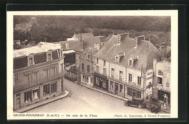 AK Grand-Fougeray, Un coin de la Place 0