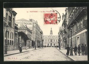 AK Poitiers, La Rue Victor-Hugo, Strassenpartie