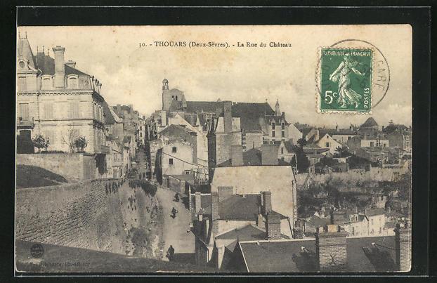 AK Thouars, La Rue du Chateau, Strassenpartie 0