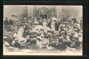 AK La Mothe-St-Heraye, Sortie de l`Eglise des trois Rosieres