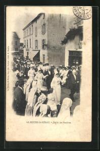 AK La Mothe-St-Héray, Défile des Rosiéres