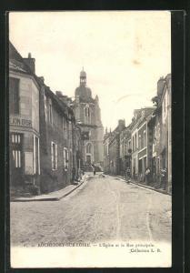 AK Rochefort-sur-Loire, L'Eglise et la Rue principale