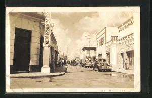 Foto-AK Aruba, Strassenpartie mit parkenden Autos